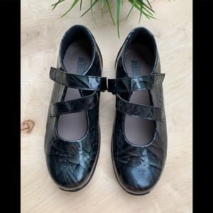 Drew woman's NWT shoes